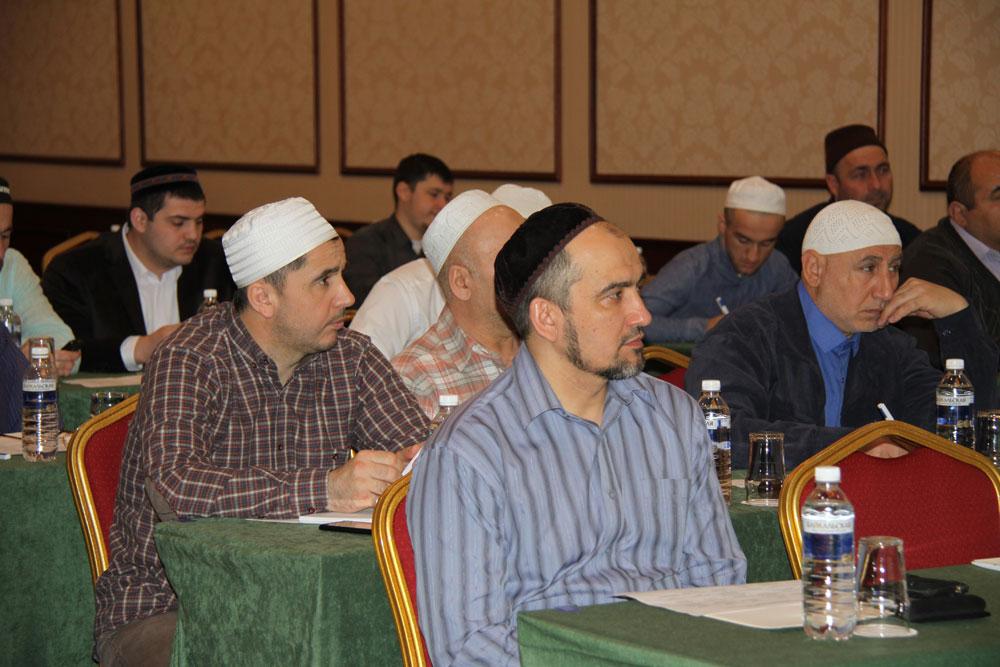 Представители Хабаровска и Владивостока посетили курсы повышения квалификации имамов в Москве.