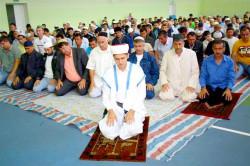 Мусульмане Биробиджана отметили праздник на городском стадионе
