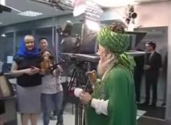 Талгат Таджуддин вновь шокировал умму, окропив «святой водой» уфимских журналистов.