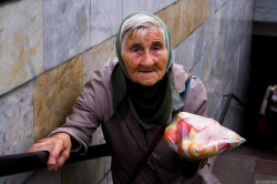 Продавец мусульманин бесплатно раздаёт фрукты хабаровчанам
