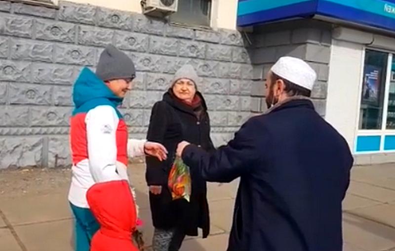 Мусульманские волонтёры принимают активное участие в помощи населению в период пандемии.