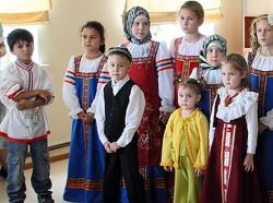 Летний лагерь для детей мигрантов завершился отчётным концертом.